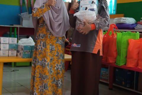 Managemen TK Islam Terpadu Qurrota A'yun Rajabasa Tebar Bintang Apresiasi Ramadhan 1442 H. (Qur'an Camp). Viral
